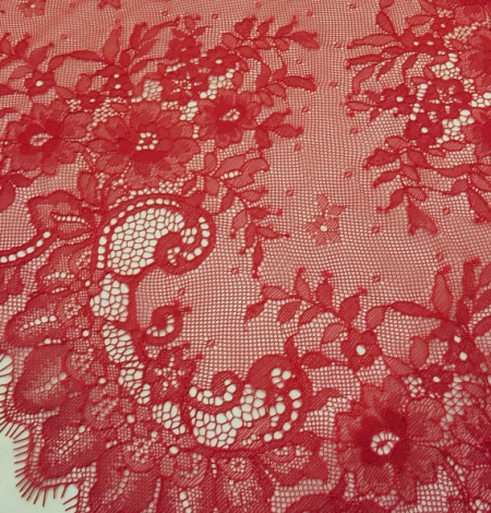 Red lace trim. Photo 2