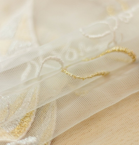 Golden figurative pattern on white tulle fabric. Photo 4