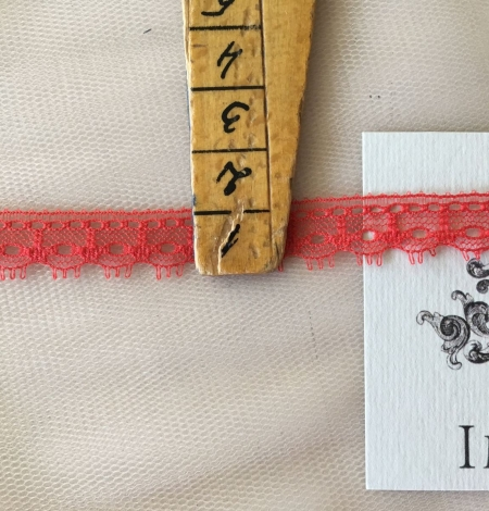 Red Lace Trim. Photo 3