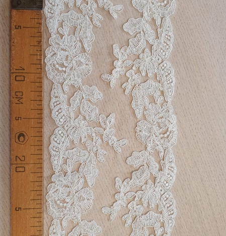 Ivory guipure lace fabric. Photo 4