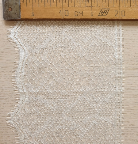 Ivory chantilly lace trimming. Photo 6