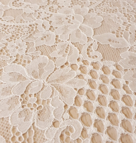 Ivory chantilly lace fabric. Photo 5