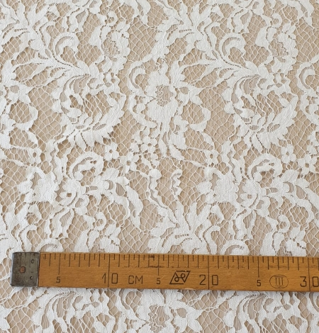 Ivory guipure lace fabric. Photo 10