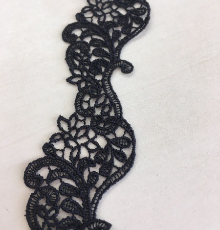 Black lace trim. Photo 7