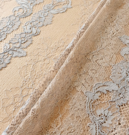 Bluishgrey on nude guipure with chantilly lace fabric. Photo 5