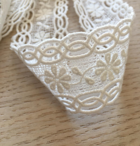 Ivory cotton lace trimming. Photo 4