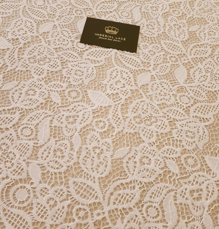 Snow white guipure floral pattern lace fabric. Photo 4