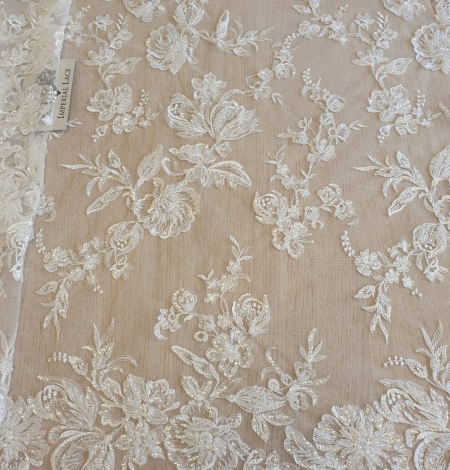 Ivory beaded floral lace fabric. Photo 2