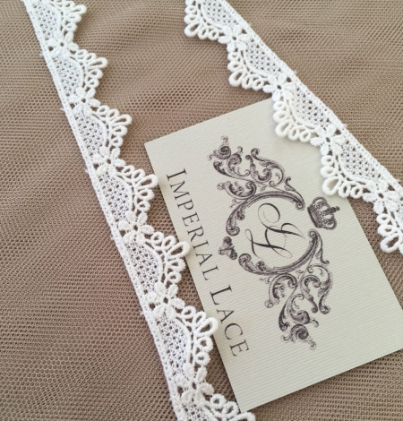 Ivory lace trim. Photo 5