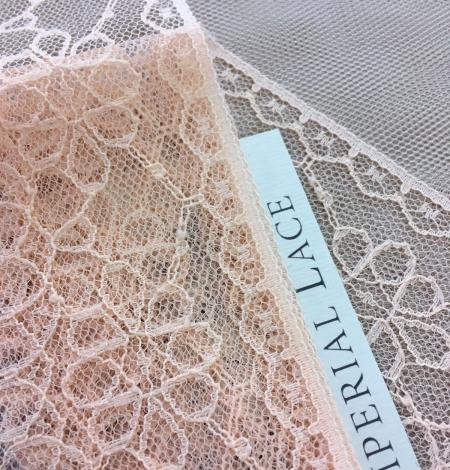 Peach lace trim. Photo 1