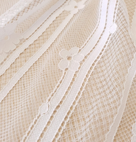 Off white 100% polyester lines and floral pattern chantilly lace fabric . Photo 5