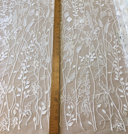 Ivory embroidery lace fabric. Photo 9
