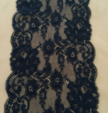 Dark blue lace trim. Photo 3