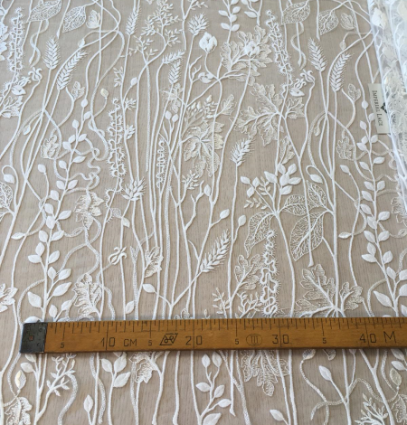 Ivory embroidery lace fabric. Photo 10
