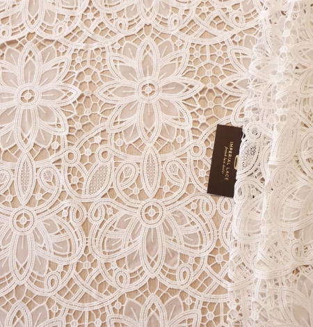 Off white macrame floral pattern with fabric details lace fabric. Photo 2