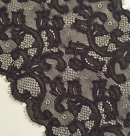 Dark brown lace trim. Photo 2