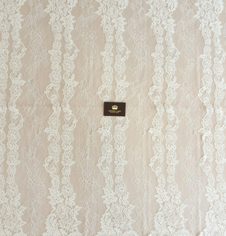 Ivory guipure with chantilly lace fabric. Photo 5