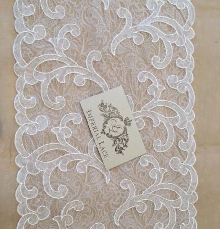 Offwhite lace trim. Photo 3