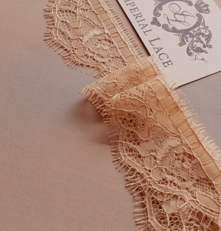 Beige chantilly lace trimming. Photo 1