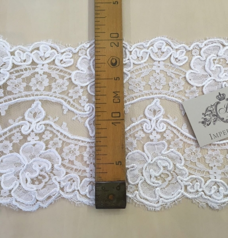 White Lace Trim. Photo 3
