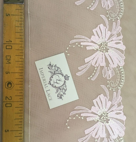 Light pink lace trim. Photo 4
