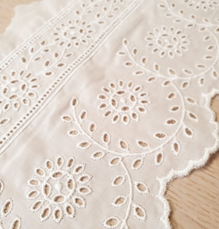 Ivory cotton lace timming. Photo 3