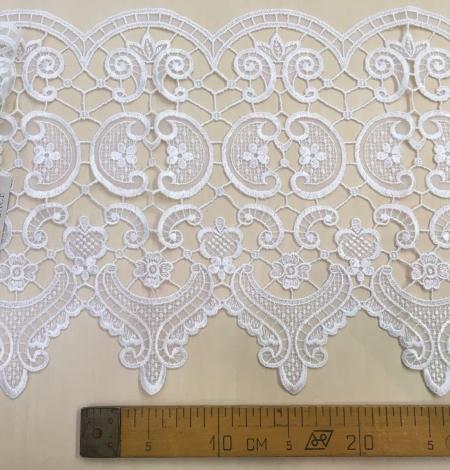 White Lace Trim. Photo 5