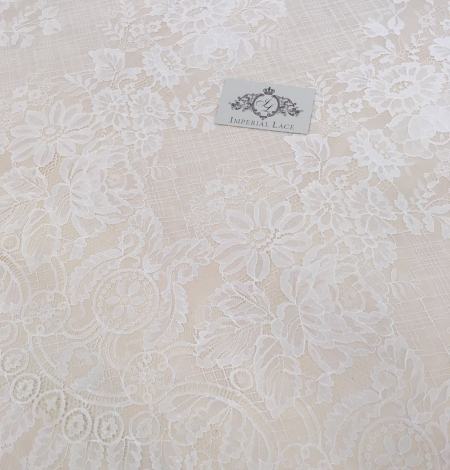 Off-white lace fabric with flowers. Photo 2