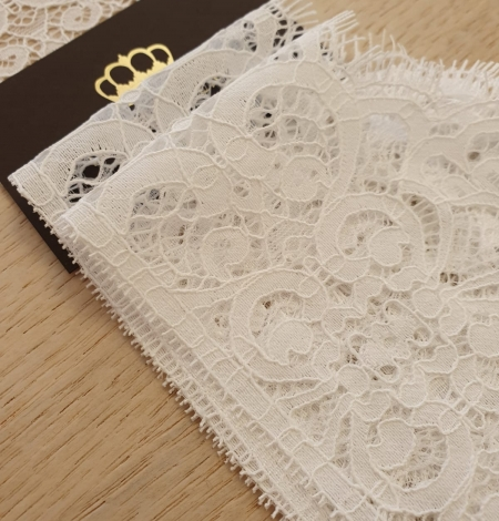 Snow white guipure lace trimming. Photo 4