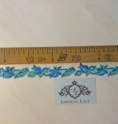 Blue with green lace trim. Photo 4