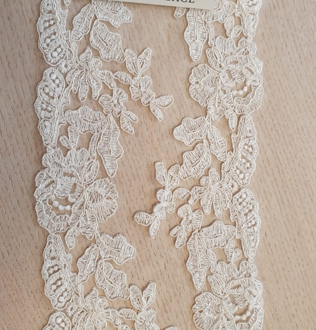 Ivory guipure lace fabric. Photo 3