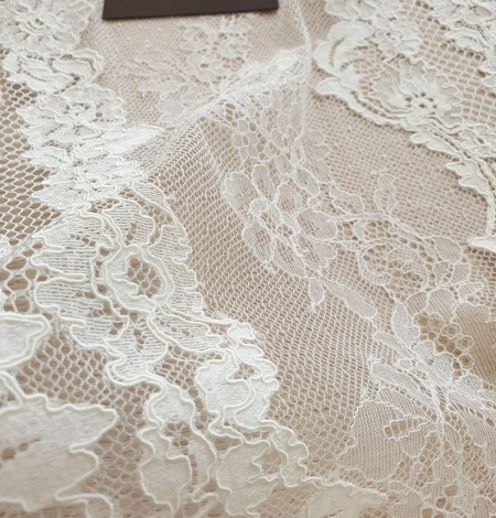 Ivory guipure with chantilly lace fabric. Photo 3