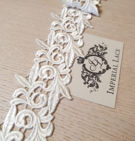Ivory macrame lace trimming. Photo 1