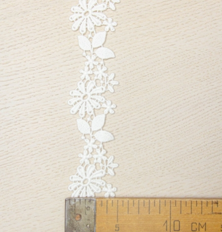 Ivory floral pattern macrame lace trimming. Photo 3