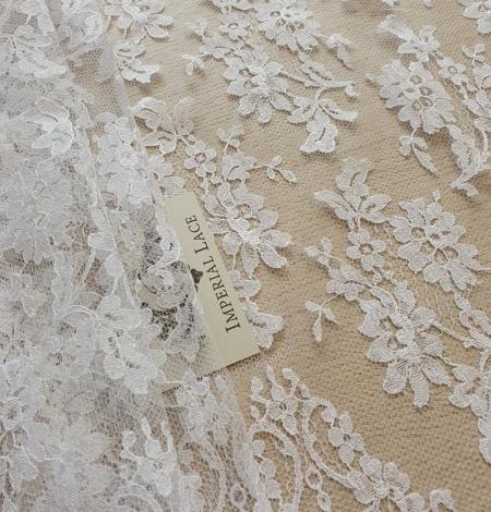 White chantilly lace fabric . Photo 3