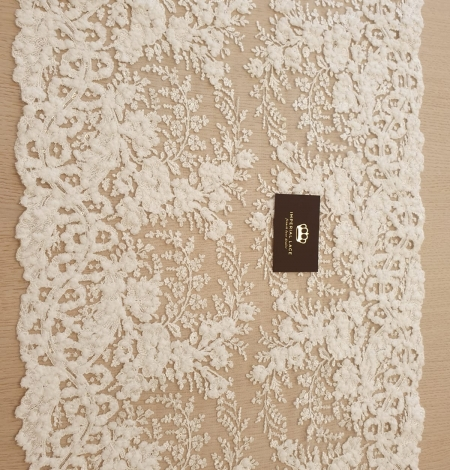 Ivory 100% polyester floral pattern embroidery lace fabric. Photo 7