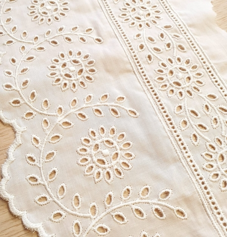 Ivory cotton lace timming. Photo 2