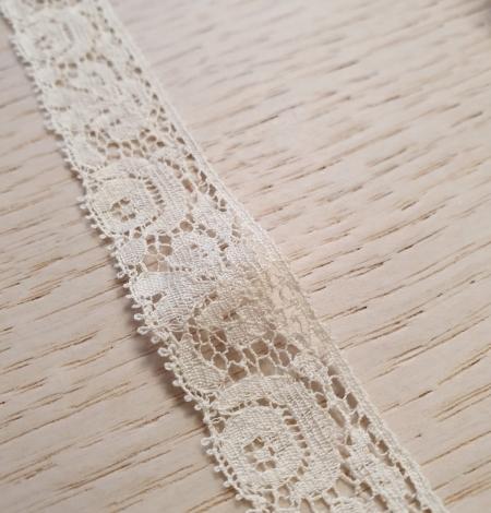 Ecru guipure lace trimming. Photo 5