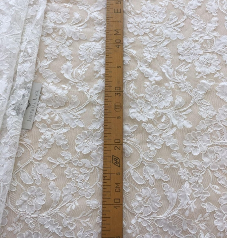 White lace fabric. Photo 7