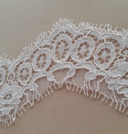 Ivory alencon lace trimming. Photo 3