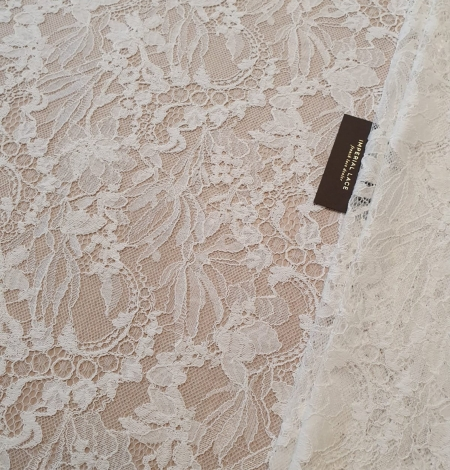 Ivory floral pattern chantilly lace fabric. Photo 1