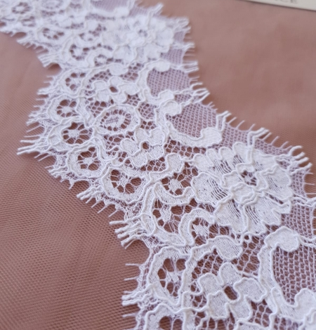 White Guipure Lace Trim French Lace . Photo 1