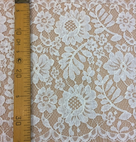 Ivory lace trim. Photo 4