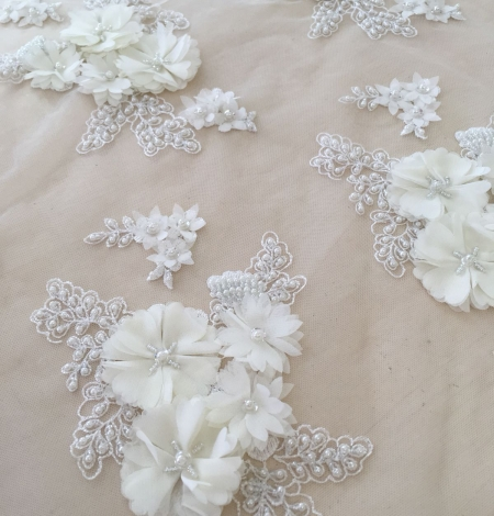 Ivory 3D beaded lace fabric. Photo 5