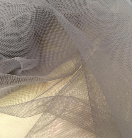 Soft grey tulle fabric with lilac shade. Photo 3