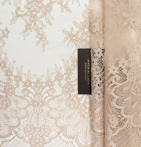 Beige chantilly lace fabric. Photo 1