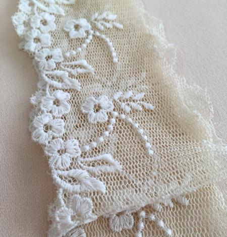 Beige vintage lace trim. Photo 5