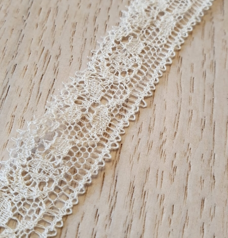 Ecru chantilly elastic lace trimming. Photo 3