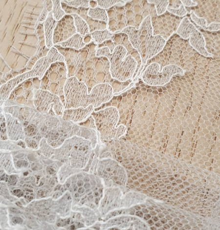 Light grey natural chantilly lace trimming by Jean Bracq. Photo 3