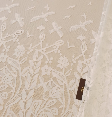 Ivory 100% polyester floral and bird pattern chantilly lace fabric. Photo 1